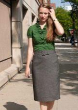 Блуза с рюшами в сочетании с прямой юбкой для девушек с фигурой типа Груша