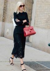 черная длинная юбка-карандаш из кружев