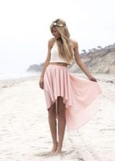 легкая летняя юбка на стройной девушке