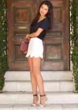 Белая летняя юбка-мини