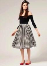 Легкая юбка ниже колена