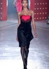 Платье-футляр из велюра короткое
