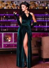 Изумрудное велюровое платье