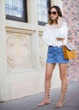 Короткая джинсовая юбка карандаш длины на лето