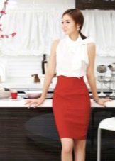 Красная юбка карандаш с белым топом