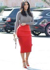Красная юбка карандаш с серым верхом