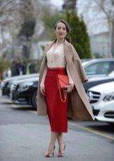 Красная юбка карандаш