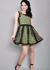 Салатовое платье с черным перфорированным слоем