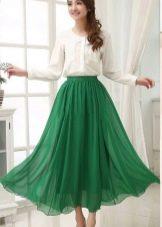 ярко-зеленая юбка из шифона