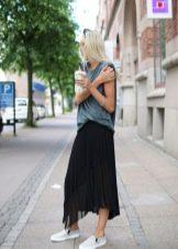 спортивная юбка средней длины