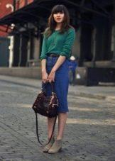 Прямая джинсовая юбка ниже колена