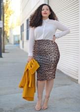 Обтягивающая юбка ниже колена для полных девушек
