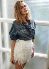 Белая юбка мини с бахромой