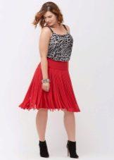 Красная юбка миди с бахромой