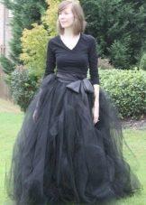 Пышная длинная черная юбка с бантом