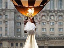 Необычайно длинное свадебное платье