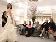Примерка в свадебном салоне