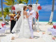 Свадебное платье с многоярусной юбкой