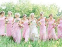 Розовые наряды подружек
