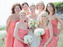Розовые наряды подружек невесты