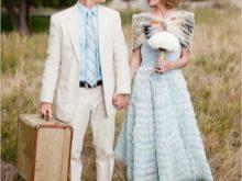 Голубое свадебное платье в сочетании с нарядом жениха