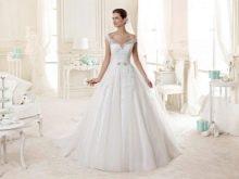 Свадебное платье от Nicole Fashion Group с приспущенными плечами