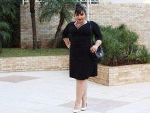 Модное платье с рукавом три-четверти для полной женщины невысокого роста