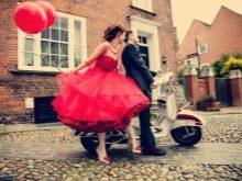 Красное платье в стиле рок