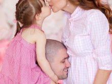 Фотосессия беременной с мужем и ребенком в фотостудии