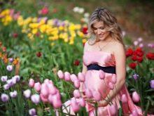 Платье с открытыми плечами для беременной