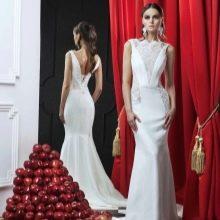 Свадебное платье с кружевными вставками по бокам