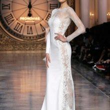 Прямое свадебное платье с кружевными вставками