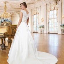 Свадебное платье А-силуэта со  шлейфом для суда