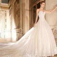 Свадебное платье пышное со шлейфом для часовни