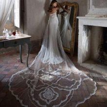 Свадебное платье со шлейфом от Tarik Ediz