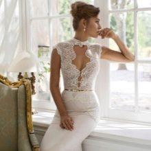 Свадебное платье от Julie Vino с глубоким декольте