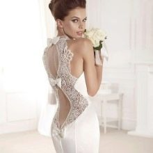 Свадебное платье с глубоким ажурным вырезом