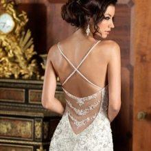 Глубокий вырез на спине свадебного платья