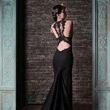 Черное платье вечернее с бретелями на спине