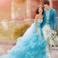 Свадебное голубое платье гарманирующие с нарядом жениха