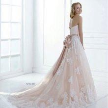 А-образное свадебное платье с открытой спиной