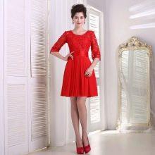 Красное короткое вечернее платье с рукавами