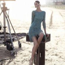 Голубое короткое кружевное платье