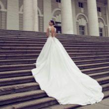 Свадебное платье с длинным шлейфом 2016 от Нурит Хен