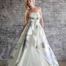 Платье свадебное с зеленым принтом