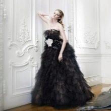 Свадебное черное платье с пышной юбкой