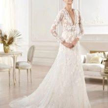 Свадебное платье из коллекции 2014 от Эли Сааба с глубоким декольте