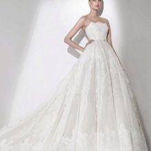 Свадебное платье из коллекции 2015 от Эли Сааба пышное