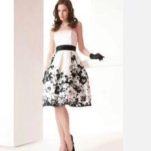 Бело-черное платье а-силуэта вечернее летнее