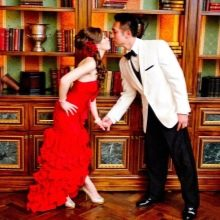 Образ жениха и невесты в красной свадьба